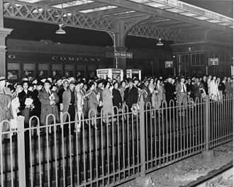 North Broad station - Passengers at North Broad Street in November 1960. Reading Terminal was closed due to fire, forcing passengers to use the Broad Street Line and North Broad Street station.