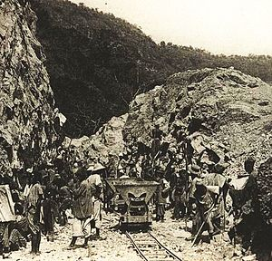 Indigénat - Forced labor: The construction of the Guinée railway by African sujets of French West Africa, c.1904.