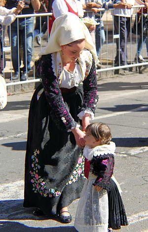 Florinas - Traditional female dresses from Florinas