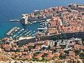 Croatie, Dubrovnik, Ville fortifiée aux toits de tuiles rouges (46317675925).jpg