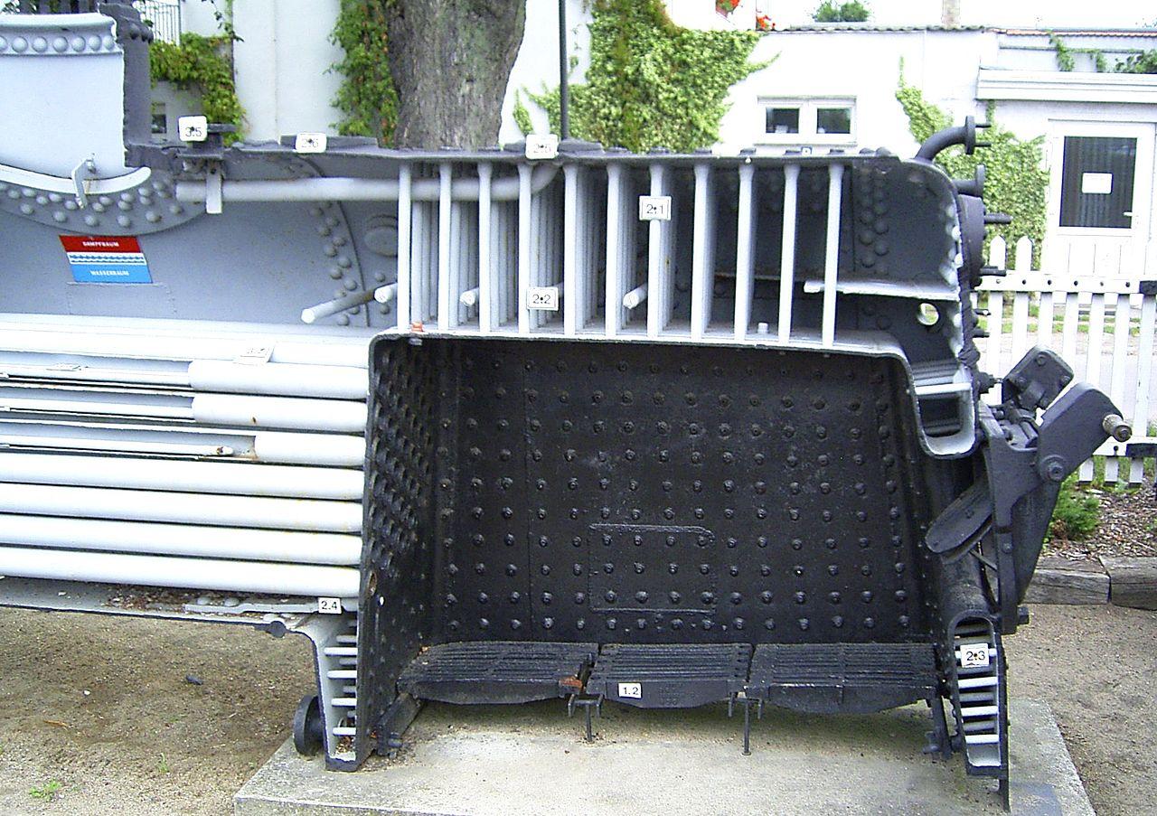 File:Dampfkessel Feuerbüchse.jpg - Wikimedia Commons