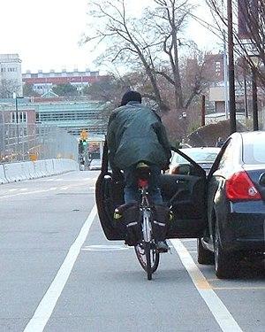 Dooring - Cyclist swerving to avoid door