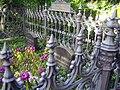 Dorotheenst Friedhof Eisengitter.jpg