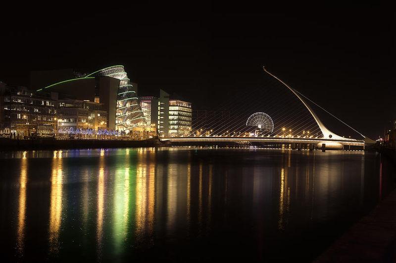 File:Dublin Liffey Docklands Beckett Bridge night.jpg
