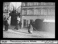 ETH-BIB-Tramschienenputzerin, München-Dia 247-01526.tif