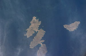 Elasa - Elasa island on the right. Kyriamadi island on the left.