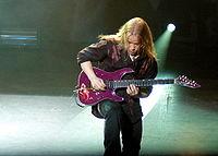 Emppu-Vuorinen-guitar1.jpg