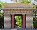 Entrada al Antiguo Jardín Botánico, Múnich, Alemania, 2012-04-30, DD 01.JPG