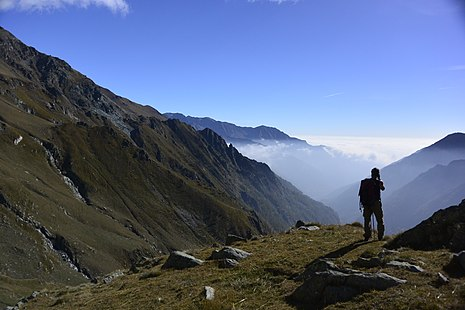 A hiker enjoying the view of the Alps Escursionismo sulle Alpi.jpg
