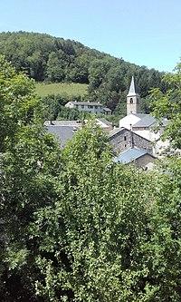 Espérausses Eglise catholique vue depuis château au SE.jpg