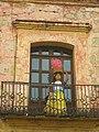 Estatua en el balcon, Oaxaca. - panoramio.jpg