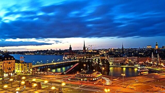 640px-Estocolmo_de_Noche....._%22_Blue_h