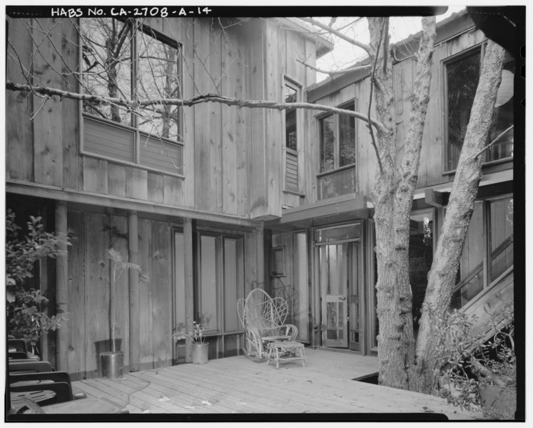 File:Exterior main residence south side view, facing northwest. - Sam and Alfreda Maloof Compound, Main Residence and Workshop, 9553 Highland Avenue, Rancho Cucamonga, San HABS CAL,36-RANCU,3A-14.tif
