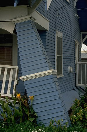 1994 Northridge earthquake - A house damaged in Santa Monica.