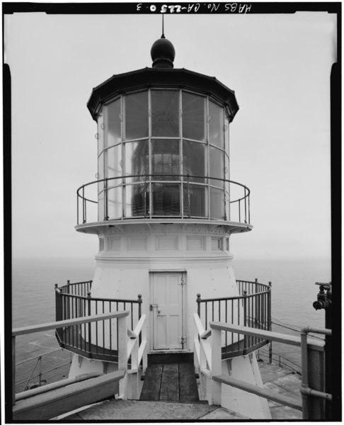 FIRST ORDER FRESNEL LENS, LOOKING SOUTH - Point Reyes Lighthouse, Point Reyes Station, Marin County, CA HABS CAL,21-POREY,1-3