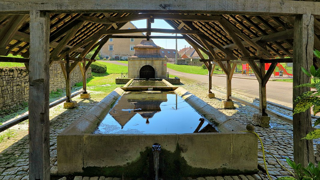 Fontaine-lavoir de Fallon