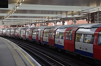 Finchley Road tube station - Image: Finchley Road tube station MMB 01