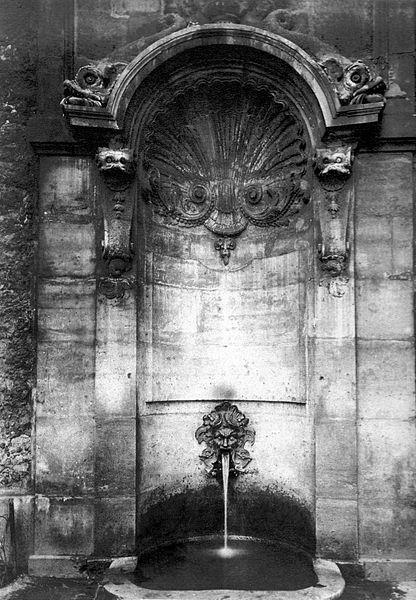 Fichier:Fontaine Childebert 1900 Adget.jpg