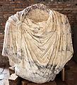 Frammento di dace in marmo, dal foro di traiano, 98-117 dc ca.JPG