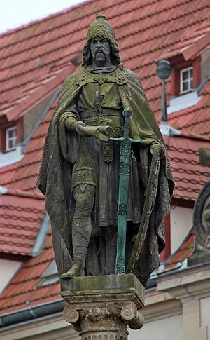 Henry Borwin II, Lord of Mecklenburg - Statue of Henry Borwin II in Güstrow