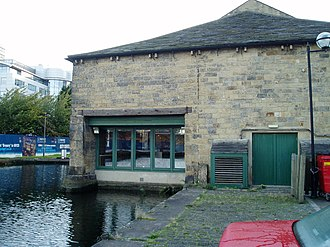 Granary Buildings, Leeds - Image: GB Canal Entrance