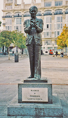 Statua di Federico Garc�a Lorca a Madrid. Scultura realizzata da Julio López Hernández