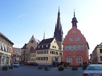 Gau-Algesheim. Rathaus am Marktplatz.