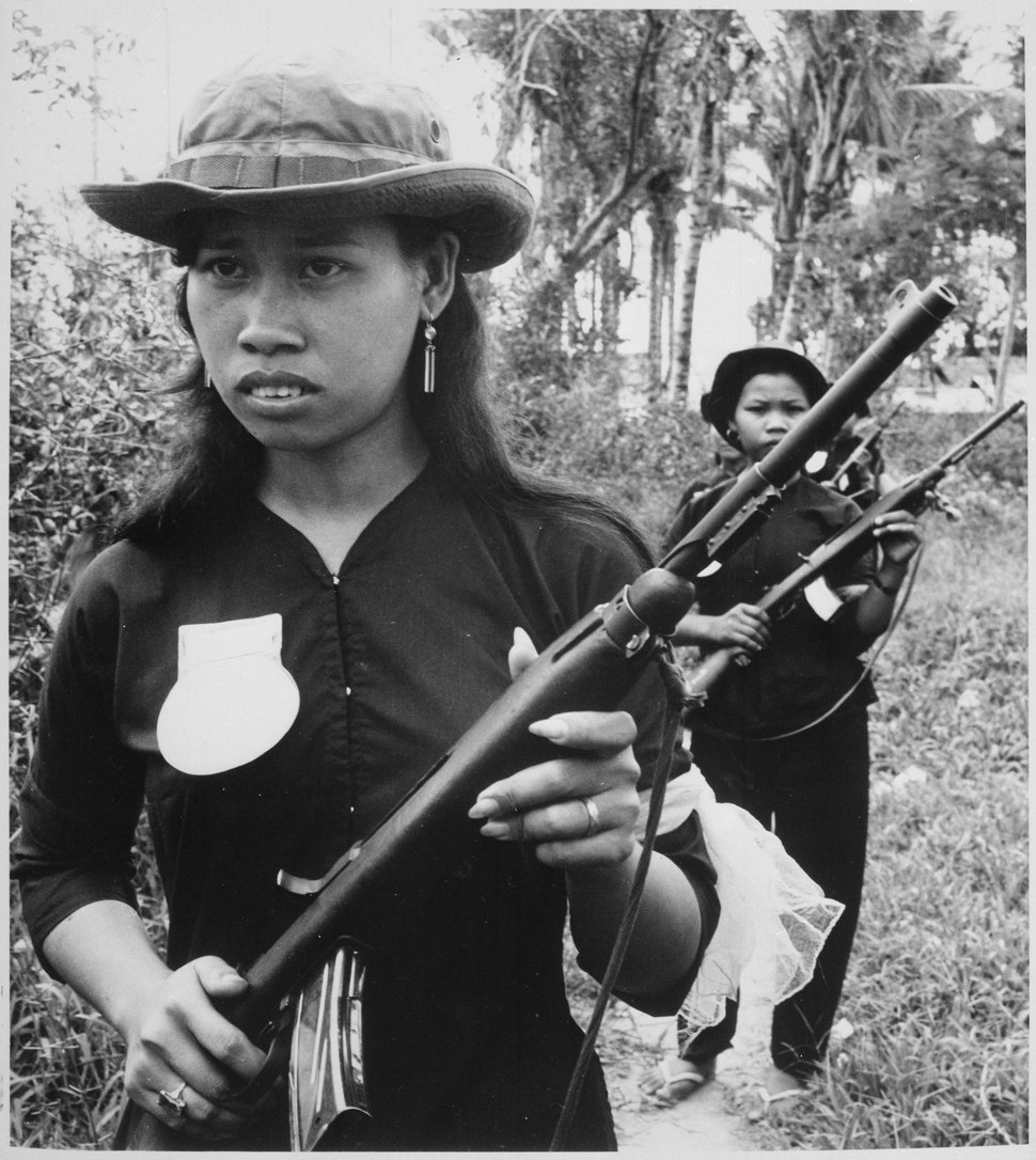 Girl volunteers of the People's Self-Defense Force of Kien Dien, a hamlet of Ben Cat district 50 kilometers north of Sai - NARA - 541865