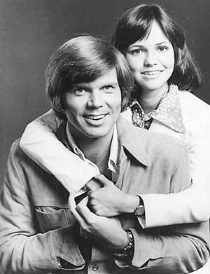 The Girl with Something Extra - Series stars Sally Field and John Davidson, 1973