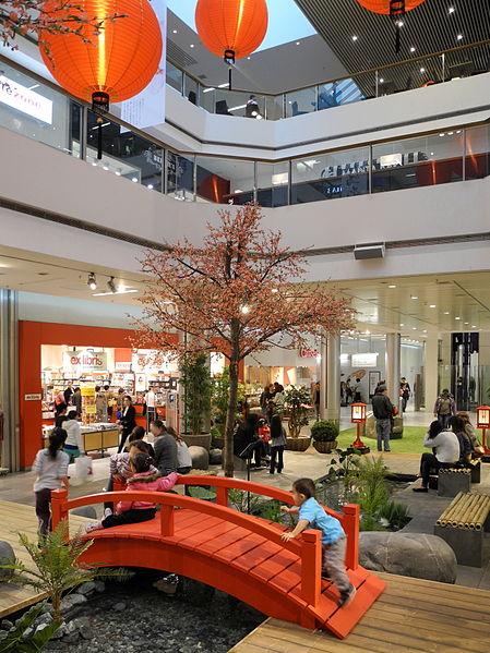 File:Glattzentrum - Innenansicht - Hanami 2012-04-05 16-54-38 (P7000) ShiftN.jpg