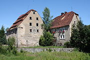 Gościszów Ruiny zamku Brama ze spichlerzem.JPG
