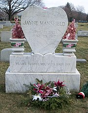 LES CIMETIERES D'HOLLYWOOD 180px-Grave_of_Jayne_Mansfield_2007