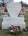 Grave of Jayne Mansfield 2007.jpg
