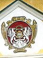Groß-Siegharts Schloss - Portal 2 Wappen.jpg
