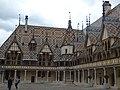 Hôtel-Dieu de Beaune - Cour d'Honneur (34845834773).jpg