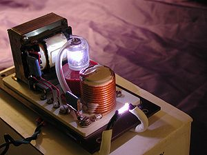 A Series-Injection Igniter used to start Xenon Short-Arc Lamps