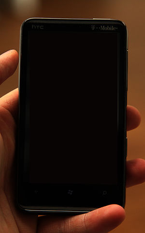 English: An image of the HTC HD7 smartphone.