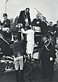 HUA-171146-Afbeelding van het vertrek van de gasten per diligence naar het cultureel centrum De Nobelaer te Etten Leur na de opening van het nieuwe NS station Et.jpg