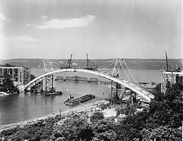 De Henry Hudson Bridge in opbouw