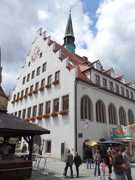 File:Historisches Rathaus Neumarkt.JPG