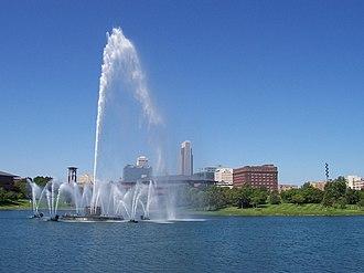 Heartland of America Park - The fountain with the city's skyline behind