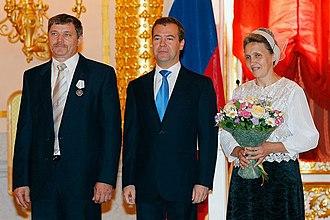 Order of Parental Glory - Russian president Dmitry Medvedev presenting the Order of Parental Glory to Nadezhda and Ivan Pinchuk on June 1, 2011 for successfully raising 13 children. (Photo www.kremlin.ru)