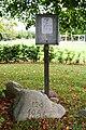 Hornum - Mindesten ved præstens træ.jpg