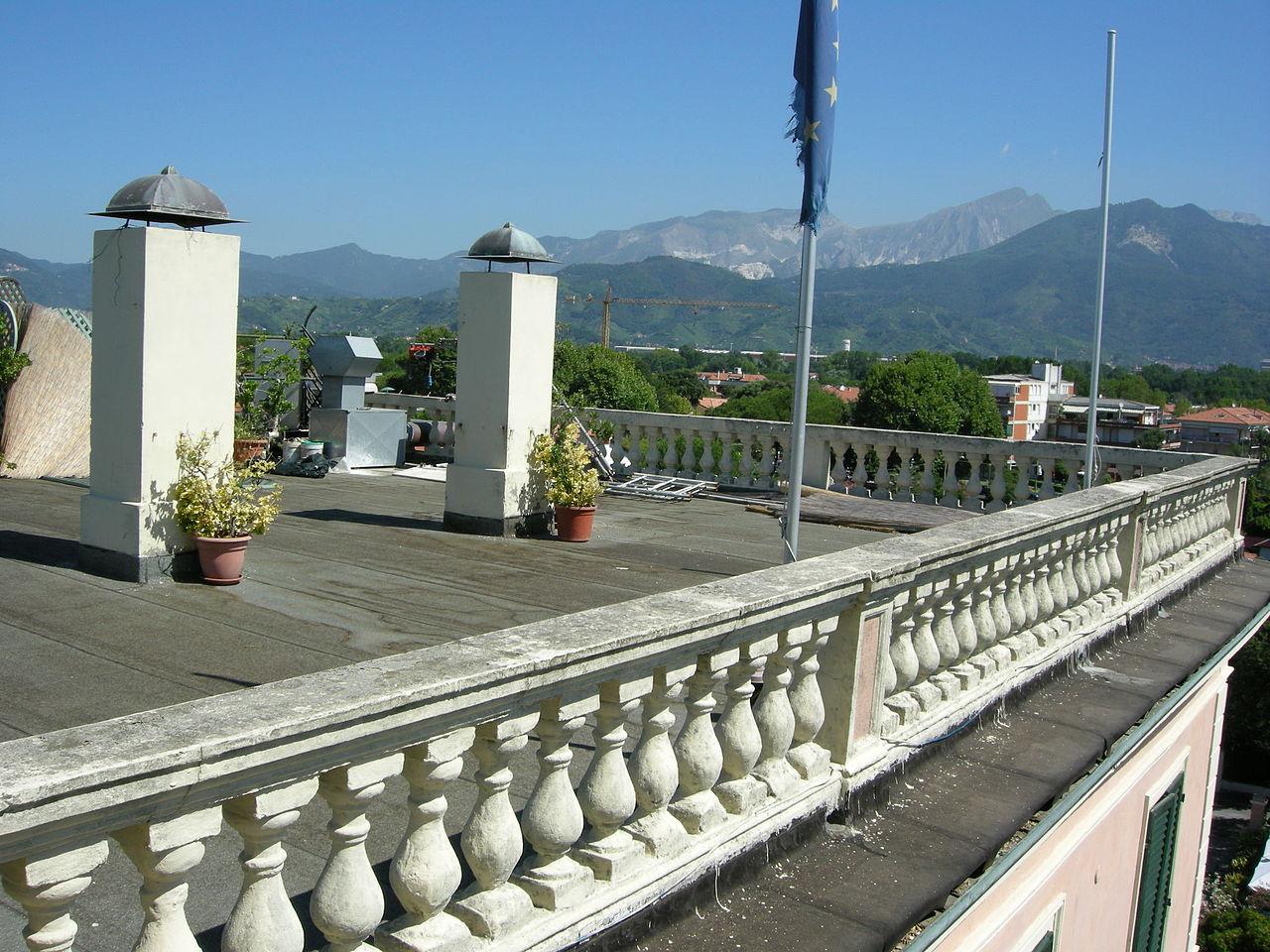 File:Hotel italia, marina di massa, terrazza tetto.JPG - Wikimedia ...