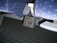Intercity-Zug • Steckdose unter Sitz • 2.JPG