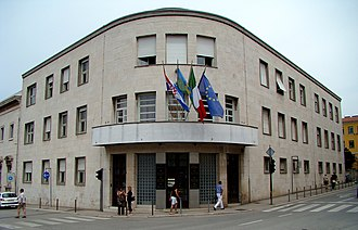 Istria County - Seat of the county in Pula: the Italian tricolour as flag of the autochthonous Italian minority is displayed alongside Croatian and Istrian flags