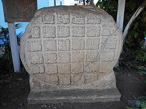 Ixlu - Image: Ixlu Altar 1, Flores central park