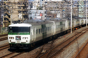 185 series - A 185-0 series in original colour scheme on an Odoriko service in October 2001