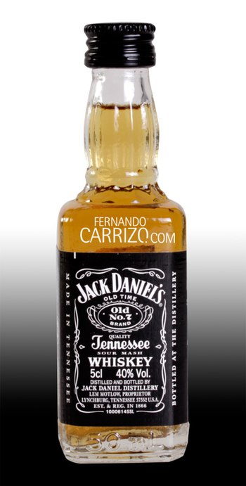 English: Jack Daniels whisky, 5 cl bottle.