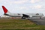 JapanAirlines B767-300 fukuoka 20041227133800.jpg